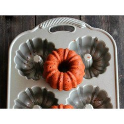 Forma 6 Mini 65th Anniversary Bundt de Nordic Ware