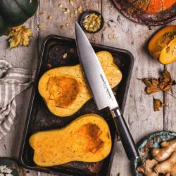 Detalle cortando con el Cuchillo de Chef MO-V Samura